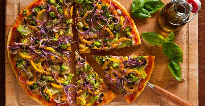 Πίτσα με μπρόκολο και κατσικίσιο τυρί! Άλλη γεύση